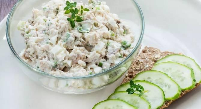 Полезный салат с тунцом и яйцом. Рецепт