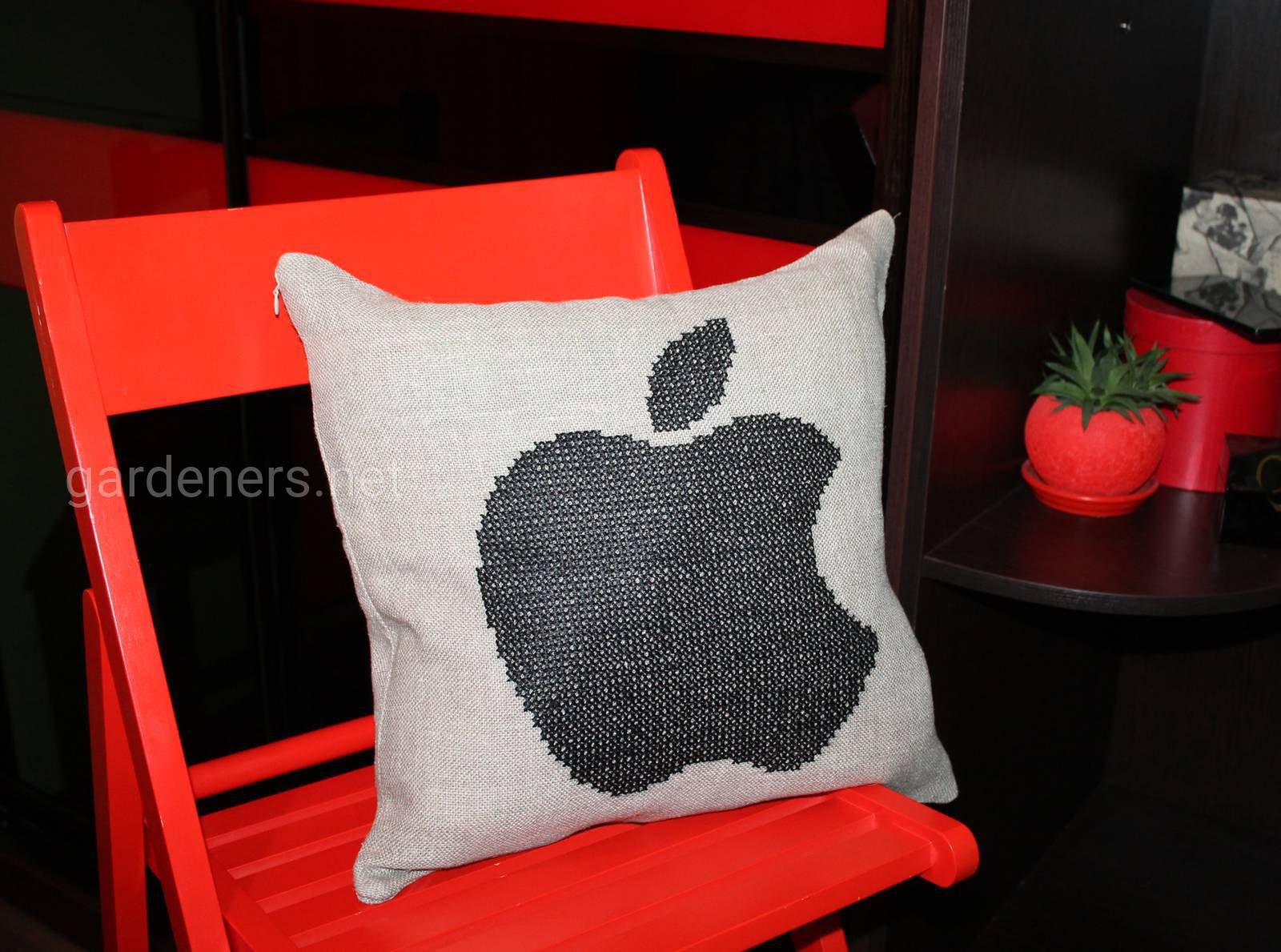 "Лляна подушка ""Епл"""
